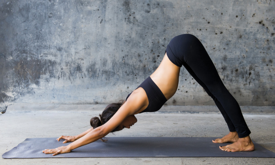 chien-tete-en-bas-yoga-caluire